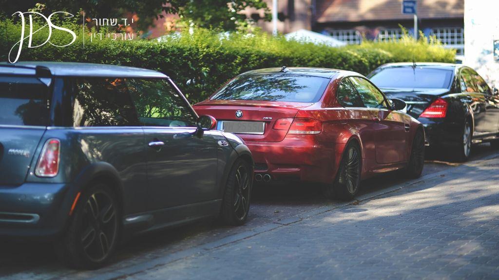 מכוניות חונות